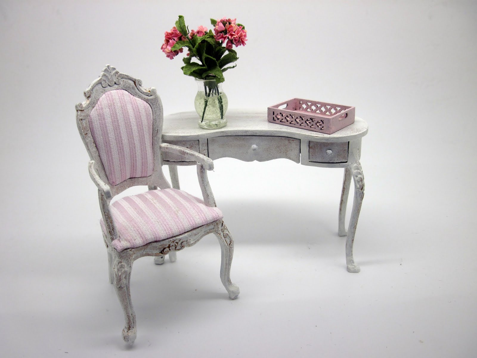 CDHM Artisan Vilia Alma Lia of Vilia Miniature 1:12 furniture in dollhouse miniature scale
