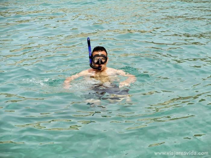 Dani haciendo snorkel