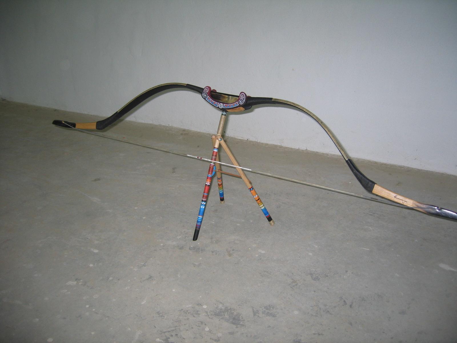 La flecha de madera hacer una cuerda tradicional o flemish - Maderas para arcos ...