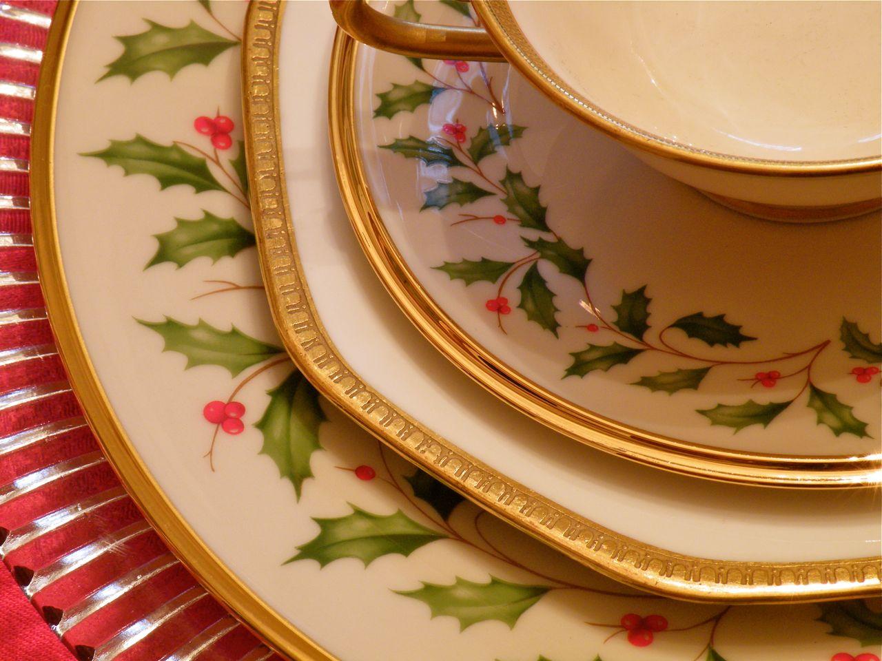 Seasonal Simplicity A Lenox Holiday Tablescape & Lenox Holiday Dinnerware - Castrophotos