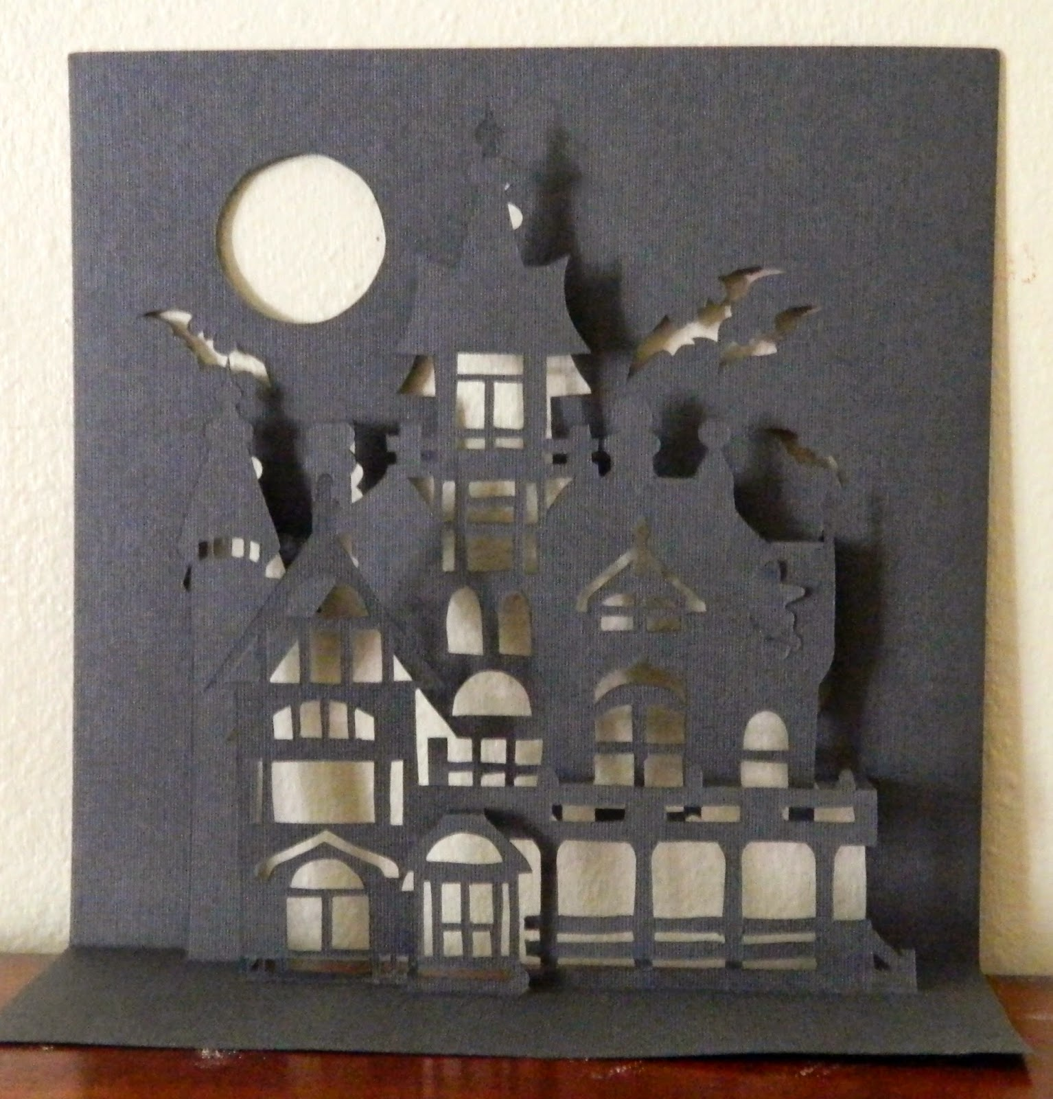 Laura 39 s frayed knot haunted house pop up for Bricolage pour maison