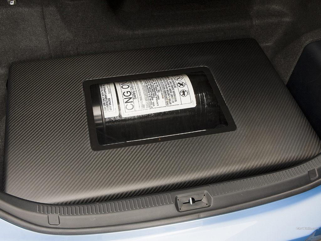 http://2.bp.blogspot.com/-4n2fLHGEDac/TgDTmy8SoUI/AAAAAAAABAQ/Zj5YPArfHTw/s1600/Toyota_camry-hybrid_89_1024x768.jpg