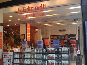 Signore e signori Carlo Delle Piane alla libreria Feltrinelli di via del Babuino - Roma