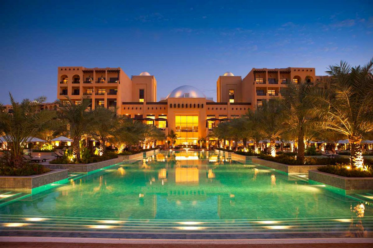 Hilton Ras Al Khaimah Resort & Spa is a large hotel, with 475 rooms, suites and beach villas
