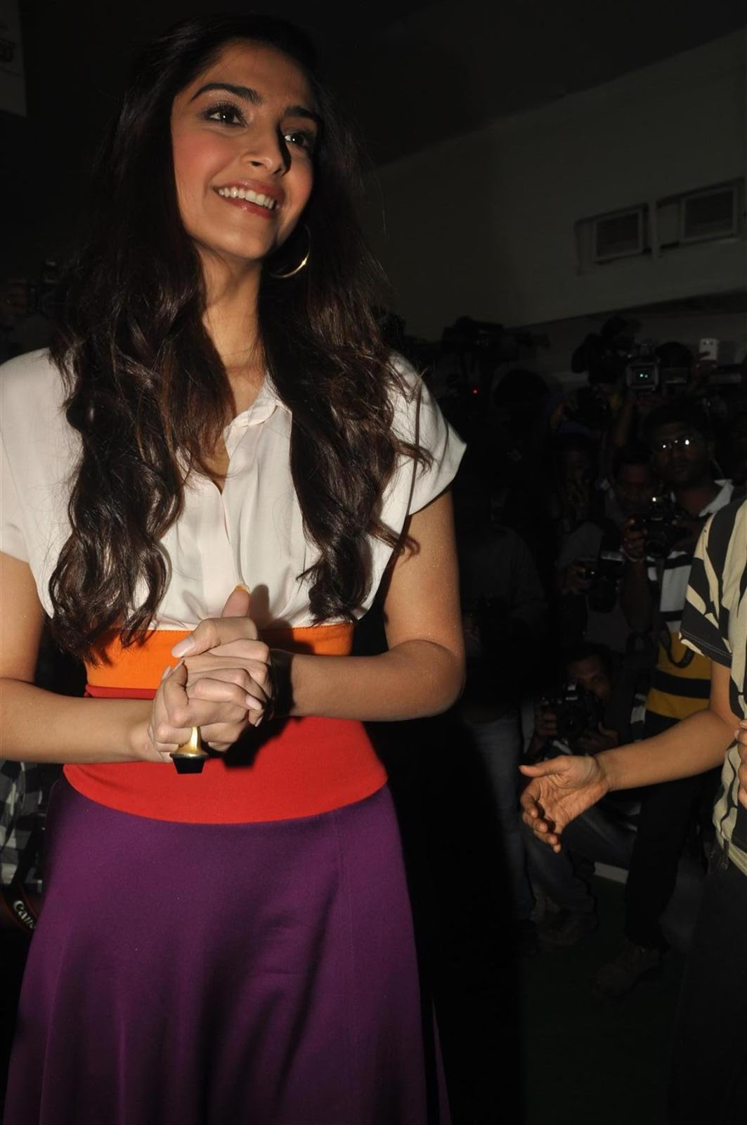 Sonam Kapoor Looks Super Cute At The Inauguration Of Mumbai Marathon 'Get Active Expo' 2012