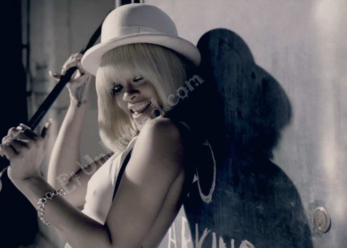http://2.bp.blogspot.com/-4nJ2bxTJkik/TwpRYEY3-kI/AAAAAAAAALU/psDQVmm_OVk/s1600/Rihanna-You-Da-One.jpg