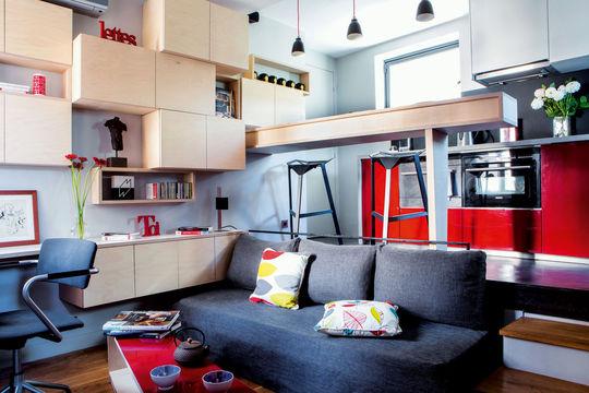 como no poda ser de otra manera en un espacio de m todos los espacios son uno slo cocina saln comedor zona de estudio y dormitorio comparten