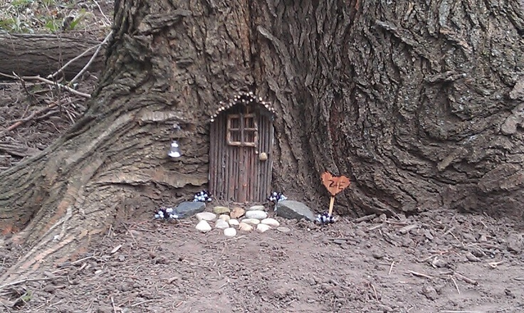 Saw it liked it thought i 39 d share it for Outdoor fairy door