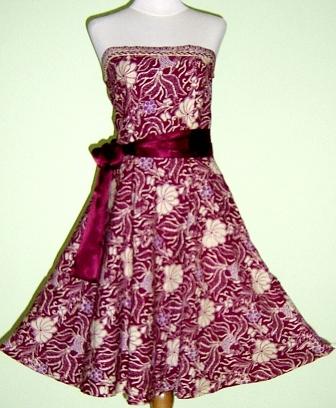 Gaun Batik yang canti ini membuat dirimu tampil sweet saat ke pesta