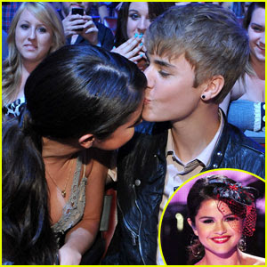 Selena Gomez & Justin Bieber: Teen Choice Awards Kiss!