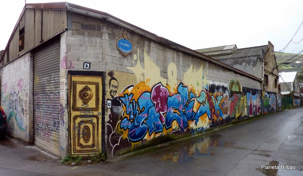 Planeta humano, Península de Zorrozaurre, arte mural, ruinas industriales