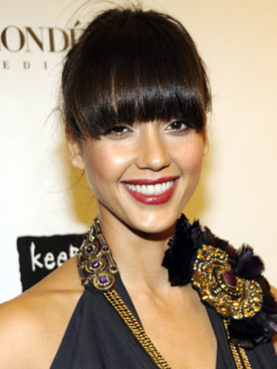 With a delicate chignon in back, Jessica Alba proves the Big Bang Theory with blunt face-framing fringe.