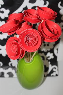 ESTAS flores son muy faciles de hacer y podemos usarlas par decorar ...