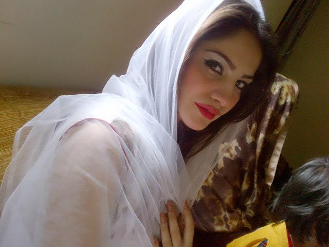 Neelam Muneer New Hot Pics | RimGim Blog