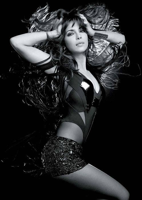 hot photoshoot priyanka chopra pics