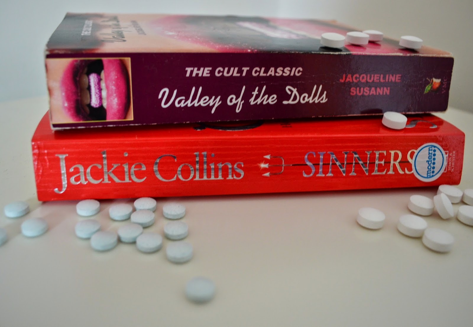 Jacqueline Susann, Valley of the Dolls, Sinners, Jackie Collins, book review, book cover, comparison, trashy, pulp, sex and scandal, Hollywood, bonkbuster, photo