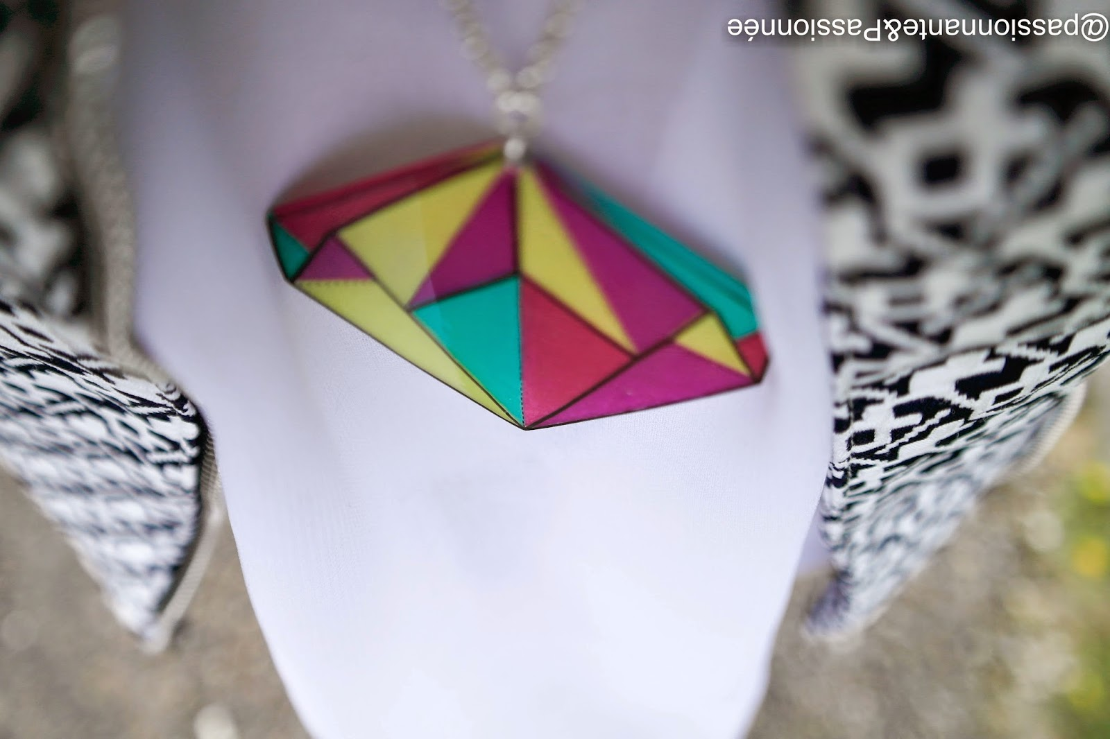 collier graphique Elo style