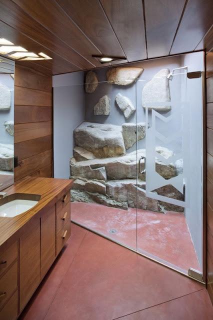 Ванная комната в доме в скалах