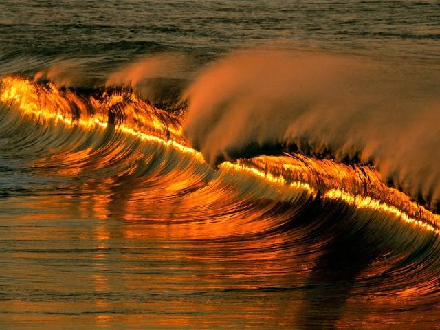 волна при закате