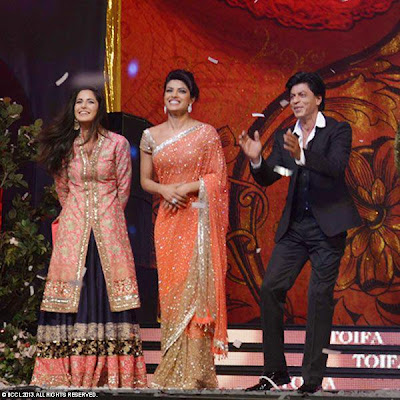 Shahrukh Khan performance at TOIFA 2013 gallery