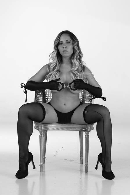 Mulher Melão em cinquenta tons de cinza4
