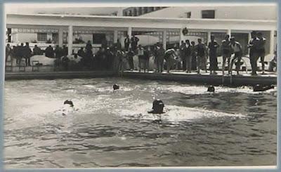 درس السباحة في الخمسينات من القرن الماضي بثانوية القاضي عياض بمدينة تطوان