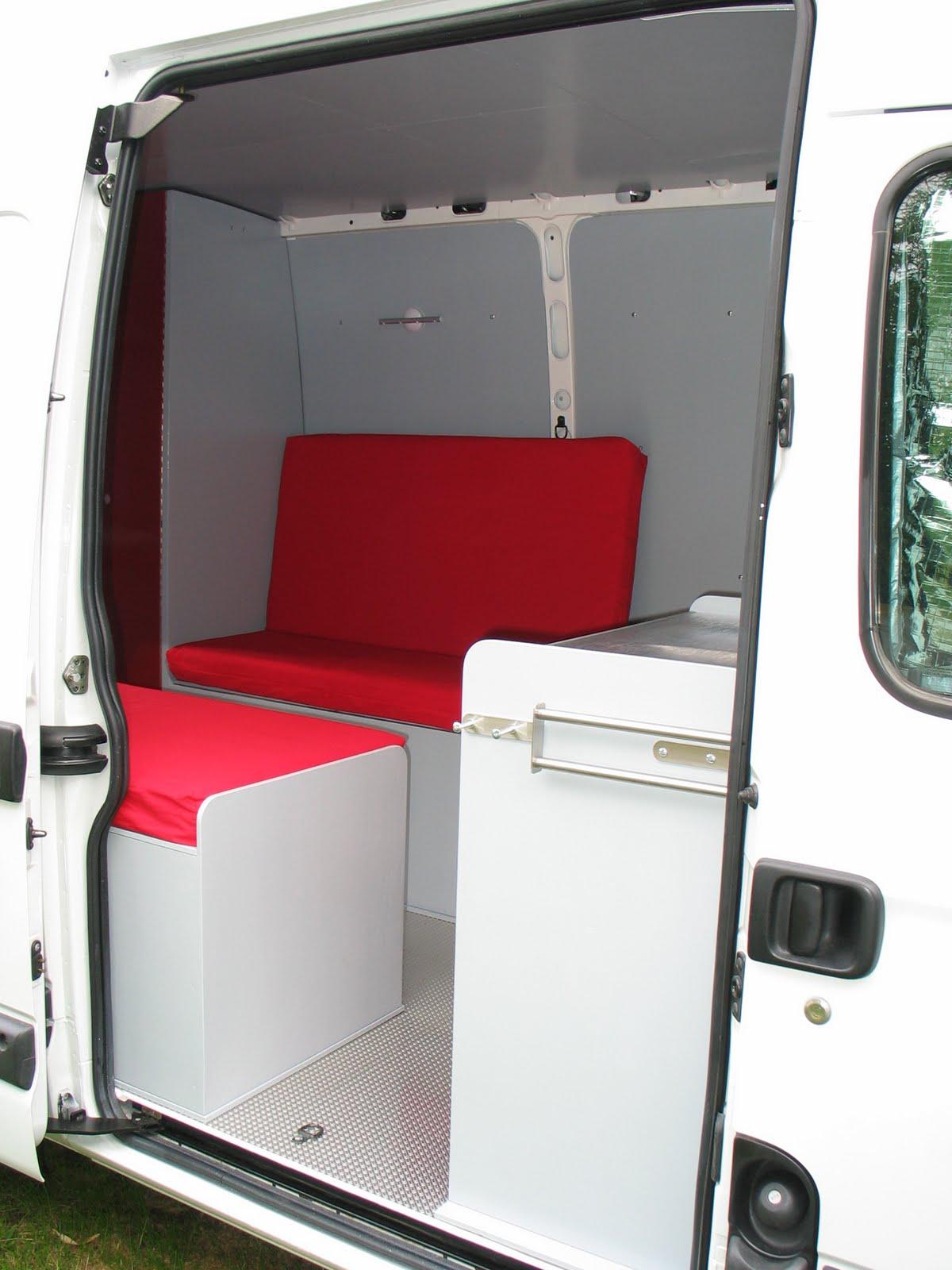 Camping car dans un fourgon les meubles d montables for Meuble cuisine camping car