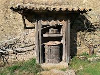 Detall de l'antiga premsa de vi conservada del Mas de les Claperoses