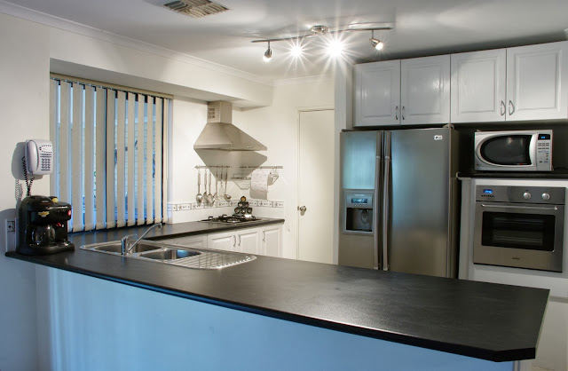 Kitchen Ideas With Black Appliances and Oak Cabinets