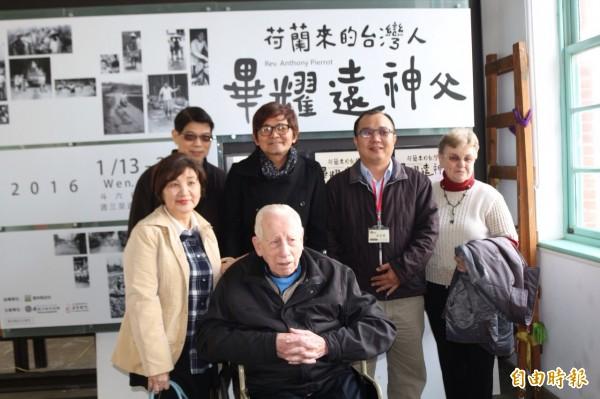 若瑟醫院92歲畢耀遠神父, 在斗六行啟記念行館舉辦攝影展