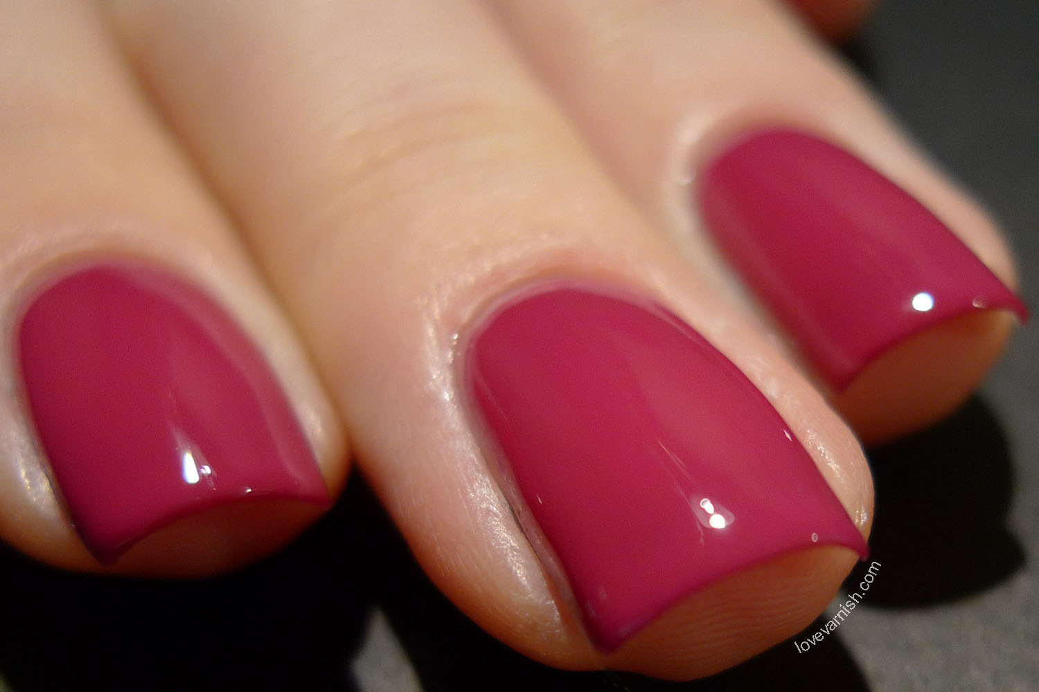 Essence Colour & Go Be Berry Now! nail polish swatch and review