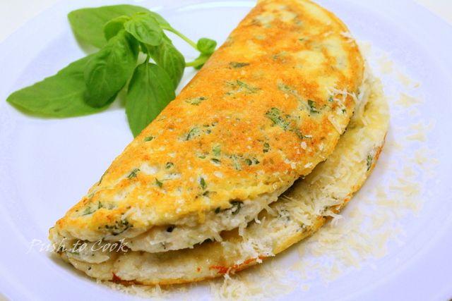 Омлет с зеленью и сыром пекорино