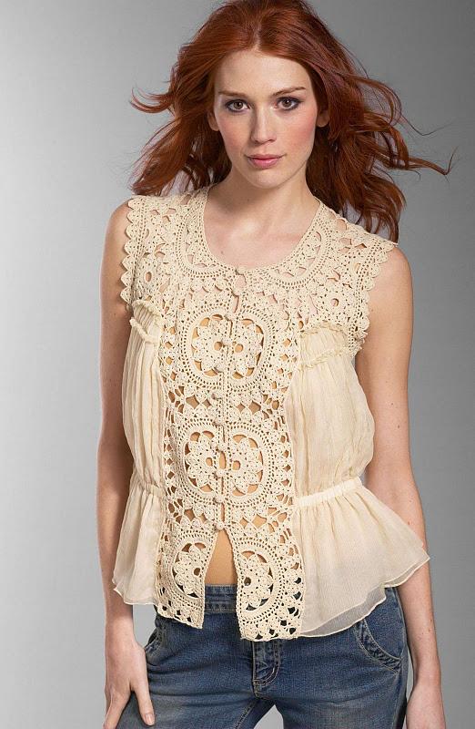 Blusa con motivos a crochet