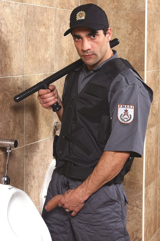 Policial Peludo E Um Pau Enorme