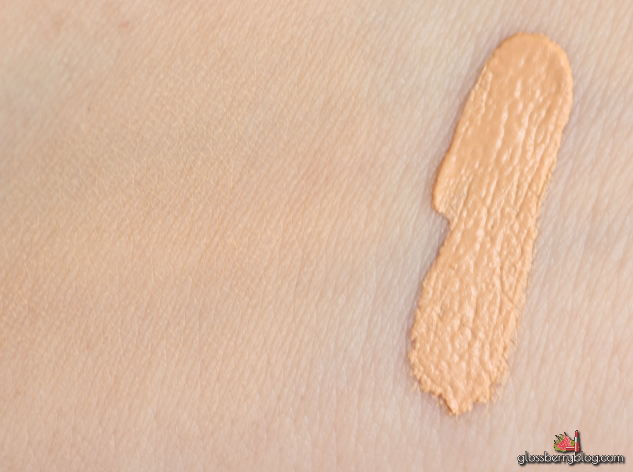 Bourjois - Nude Sensation Blur Effect Foundation  - Nude Clair 41 review swatch swatches recommendation dry fair skin oily מייקאפ מוס בורז'ואה בלוג איפור וטיפוח גלוסברי mousse cream velvet matte