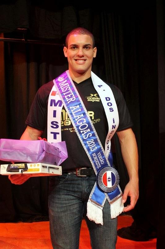 O estudante de educação física Lauro Mendes recebeu a faixa de Mister Alagoas 2013. Foto: Divulgação