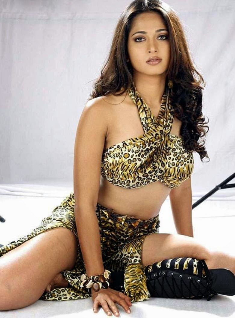 Anushka Shetty Hot Bollywood Pics ...