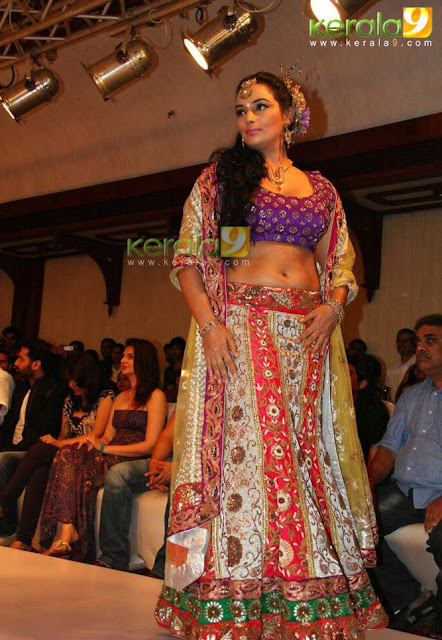 Swetha Menon Hot in Kochi International Fashion Week