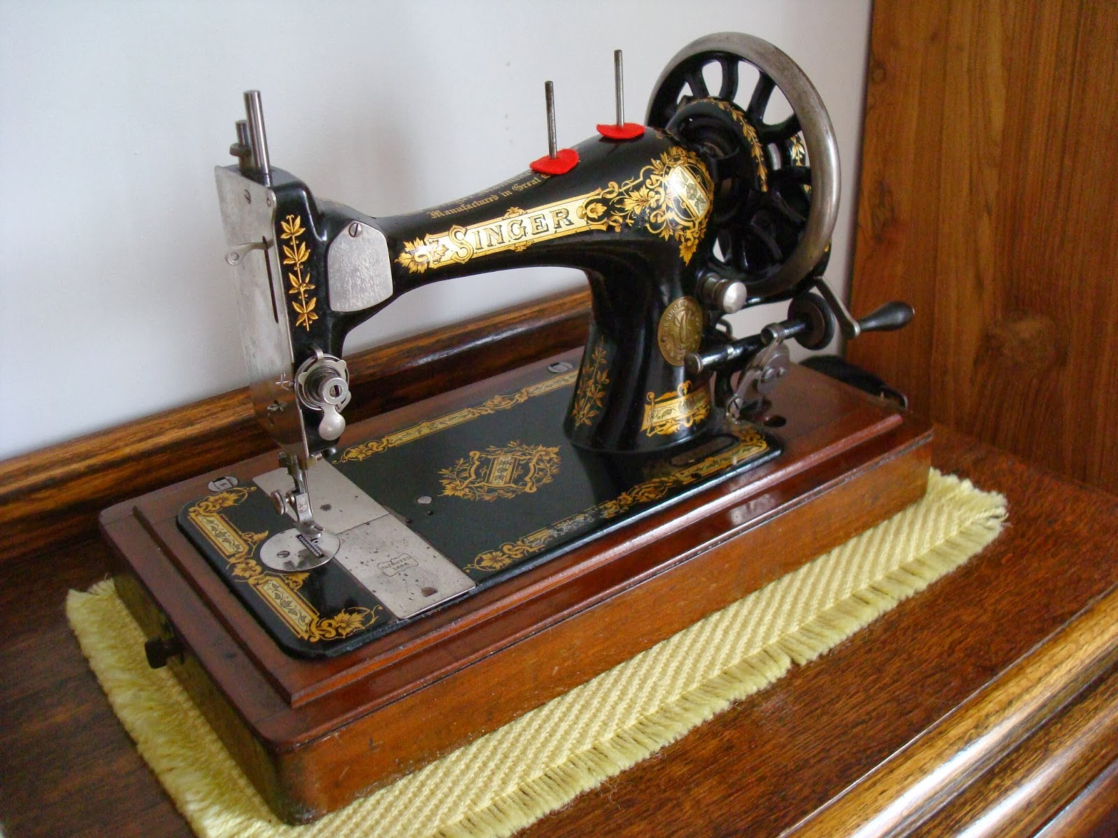 Singer 28 Sewing Machine