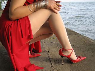 unik-asik-aneh2.blogspot.com - Rokmini Yang Terusik Vs Dandanan Klasik Yang Menarik
