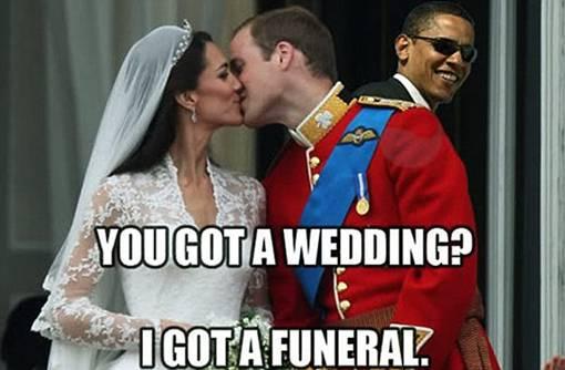 pernikahan kerajaan pangeran William dan Kate Middleton tidak luput dari sasaran para seniman Photoshop, seperti Barack Obama dengan tersenyum muncul dari balik bahu Pangeran William saat berciuman di Balkon Istana