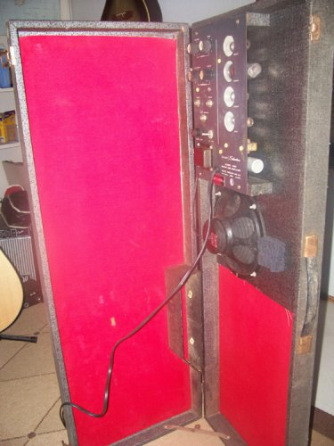 Silvertone 1457: Amp in Case
