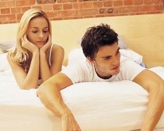 pria merasa bosan dengan kekasih