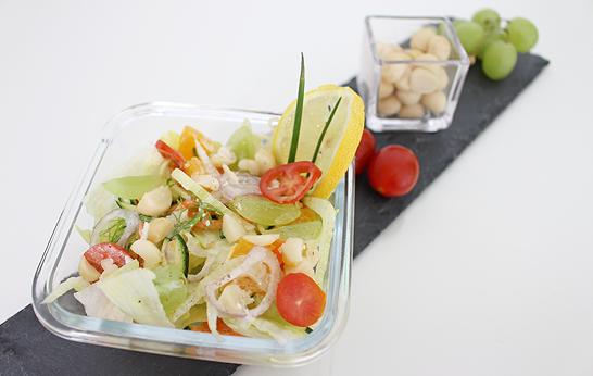 fruchtiger Salat mit Australian Macadamias (Macadamia-Nüsse)