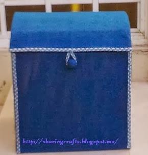 http://sharingcrafts.blogspot.com.es/2013/12/baul-de-carton.html