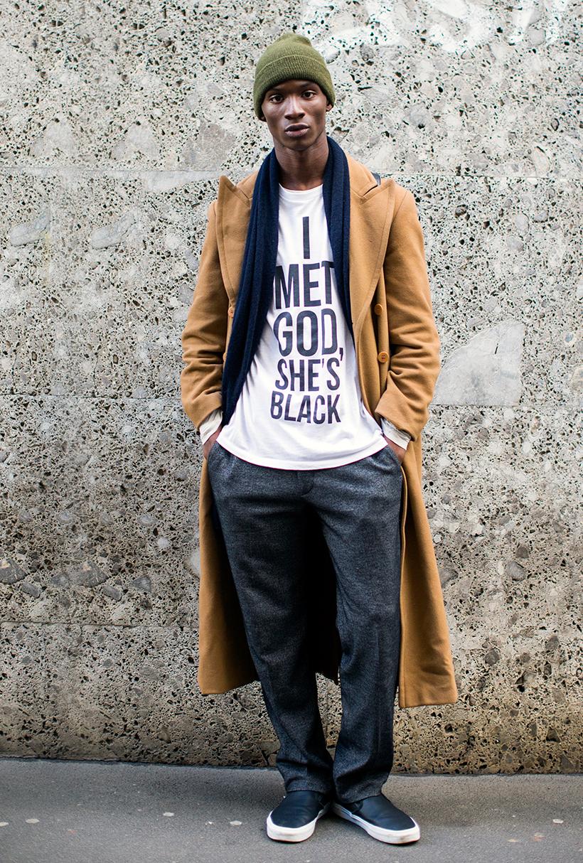 キャメルロングコート×RooftopsNYCのTシャツ「神に会った、彼女は黒人だった」