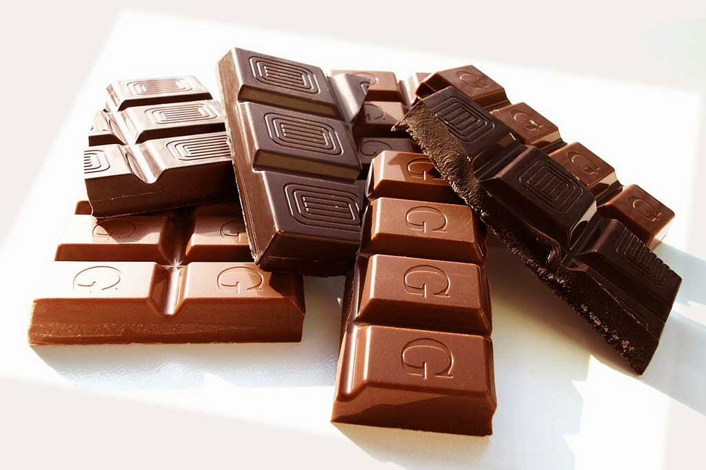 Dark chocolate raises HDL and protects LDL