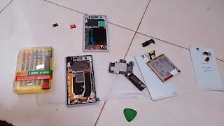 Cara Membongkar HP Sony Experia Z