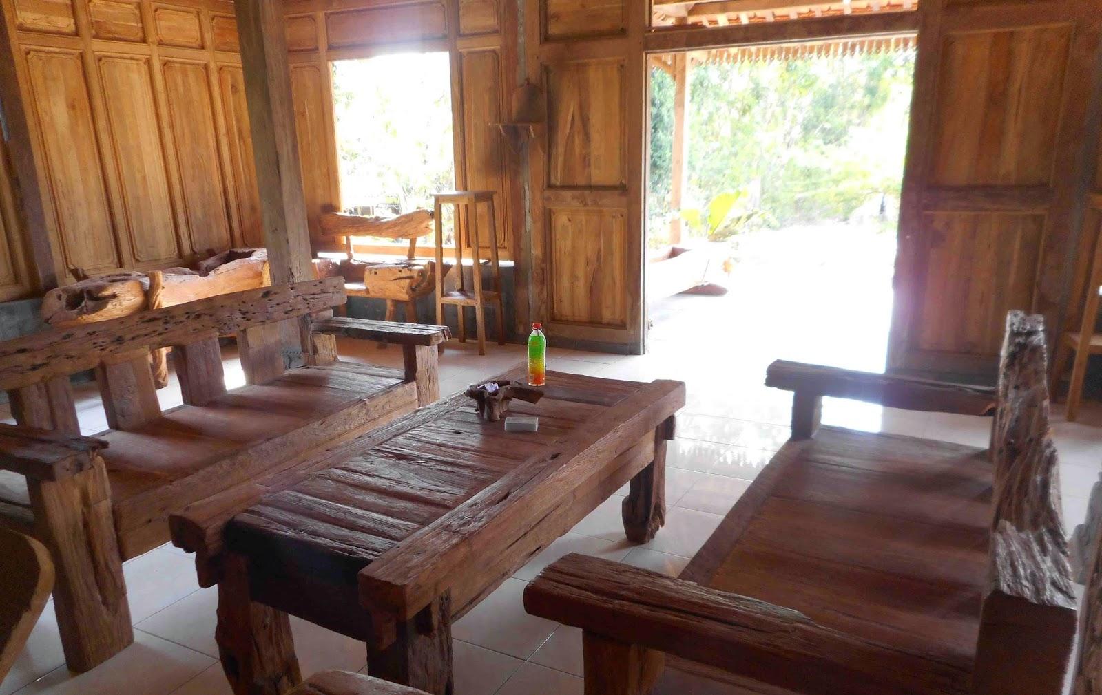 Perabotan Antik meja kursi kayu tua