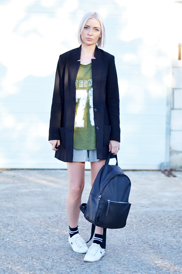Outfit post by belgian fashion blogger: H&m boyfriend blazer, long blazer, zara sportive top, khaki, green, Asos, culotte shorts, one star, sneakers, asos, sportive, striped, high, socks, fashion trends, summer 2015, street style, inspiration, leather backpack, mango